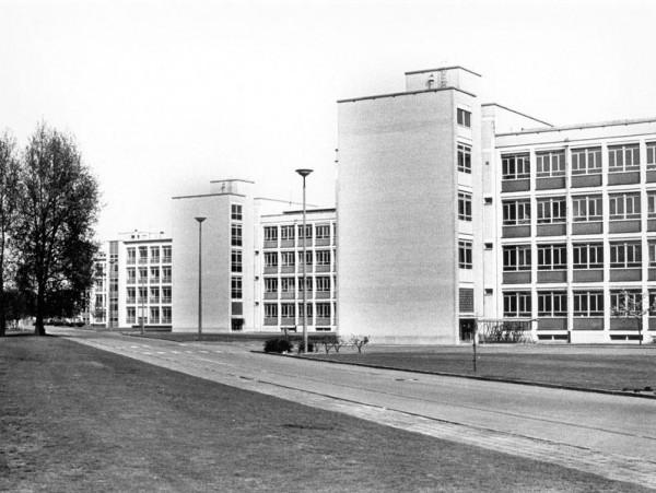 https://stadsacademie.be/wp-content/uploads/2021/03/Campus-De-Sterre-kort-na-de-ingebruikname-midden-jaren-1960-Collectie-Universiteitsarchief-Gent.-wpcf_600x451.jpg